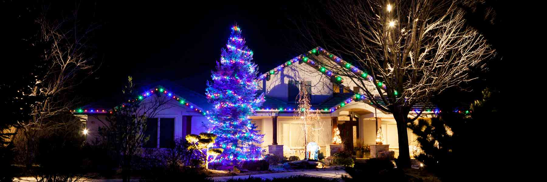 Advantages of Top-Notch Christmas Light Hanging Service